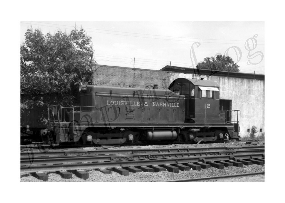 Image for Louisville & Nashville diesel locomotive #12 5x7